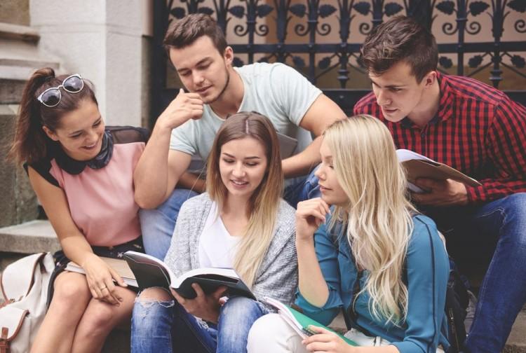 How to Get Balance Between Studies and Social Life at University